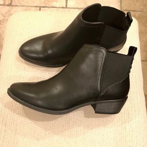Qupid faux leather ankle booties. NWT size 7.5